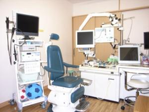 耳鼻咽喉科診察室